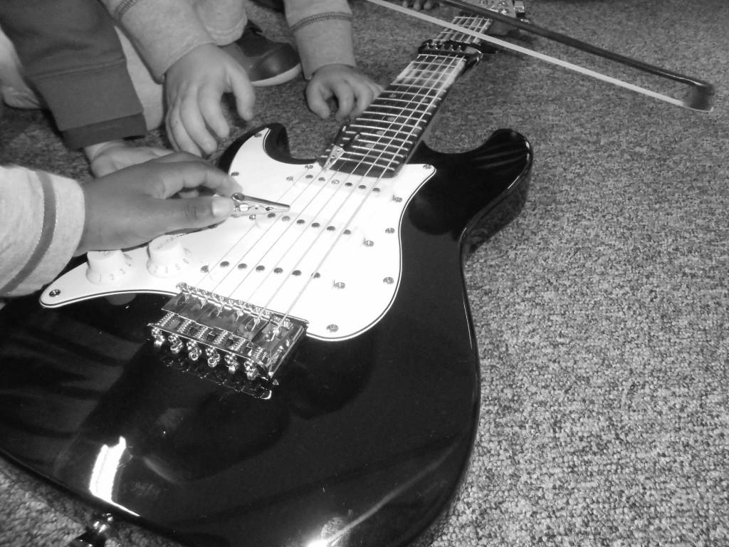 G.Cadou-guitare croco